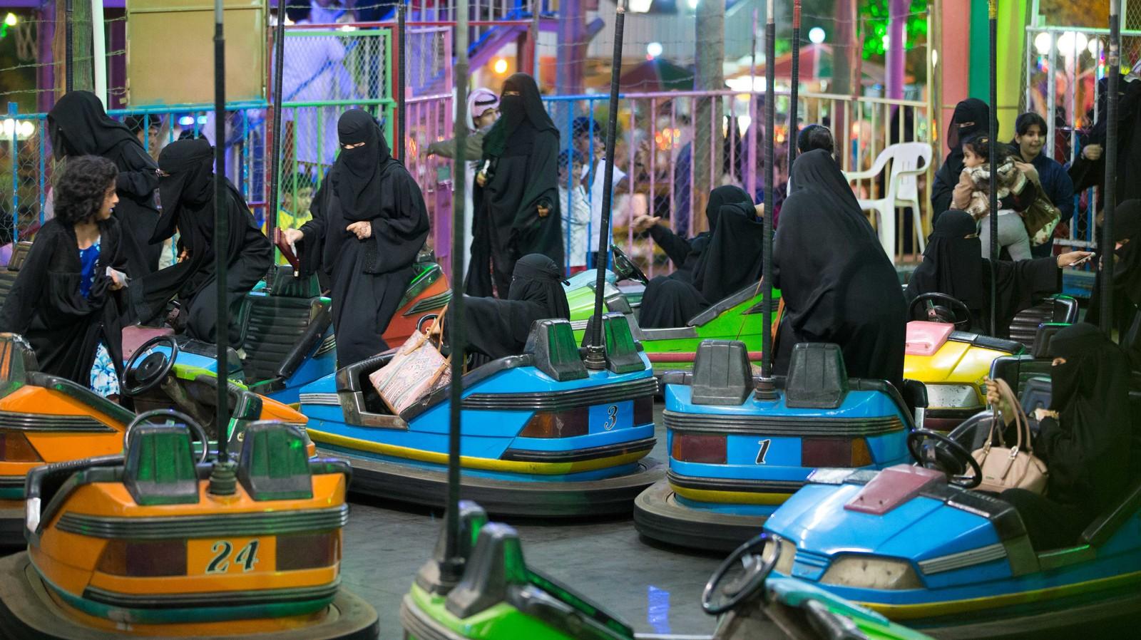 Les Saoudiennes peuvent aller dans les parcs d'attractions, mais il y a des règles à respecter