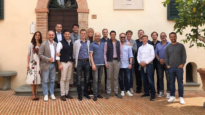 Un evento per imprenditori tech in Italia ha ritoccato una foto per inserire due donne