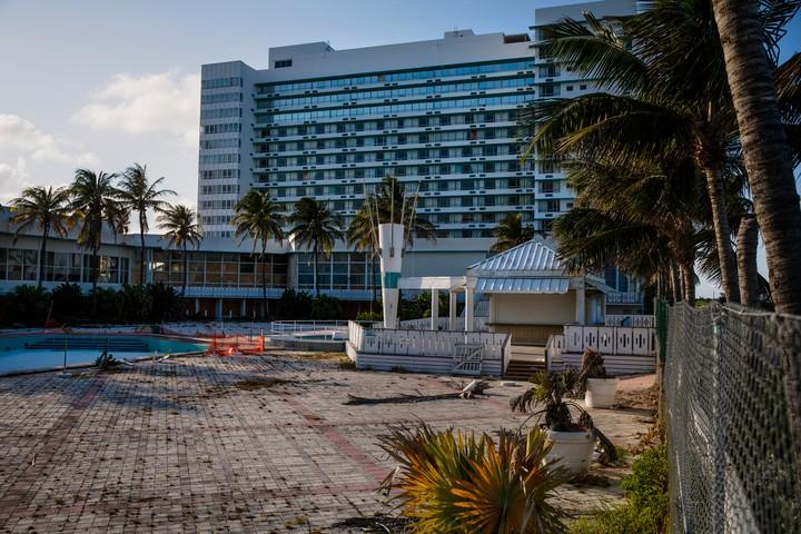 Dread and Decay in An 'Abandoned' Miami Beach Hotel - VICE