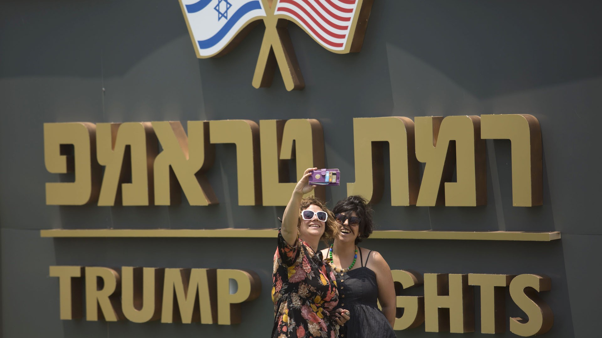 """Netanyahu Just Put Up a Giant Gold """"Trump"""" Sign in the Golan Heights"""