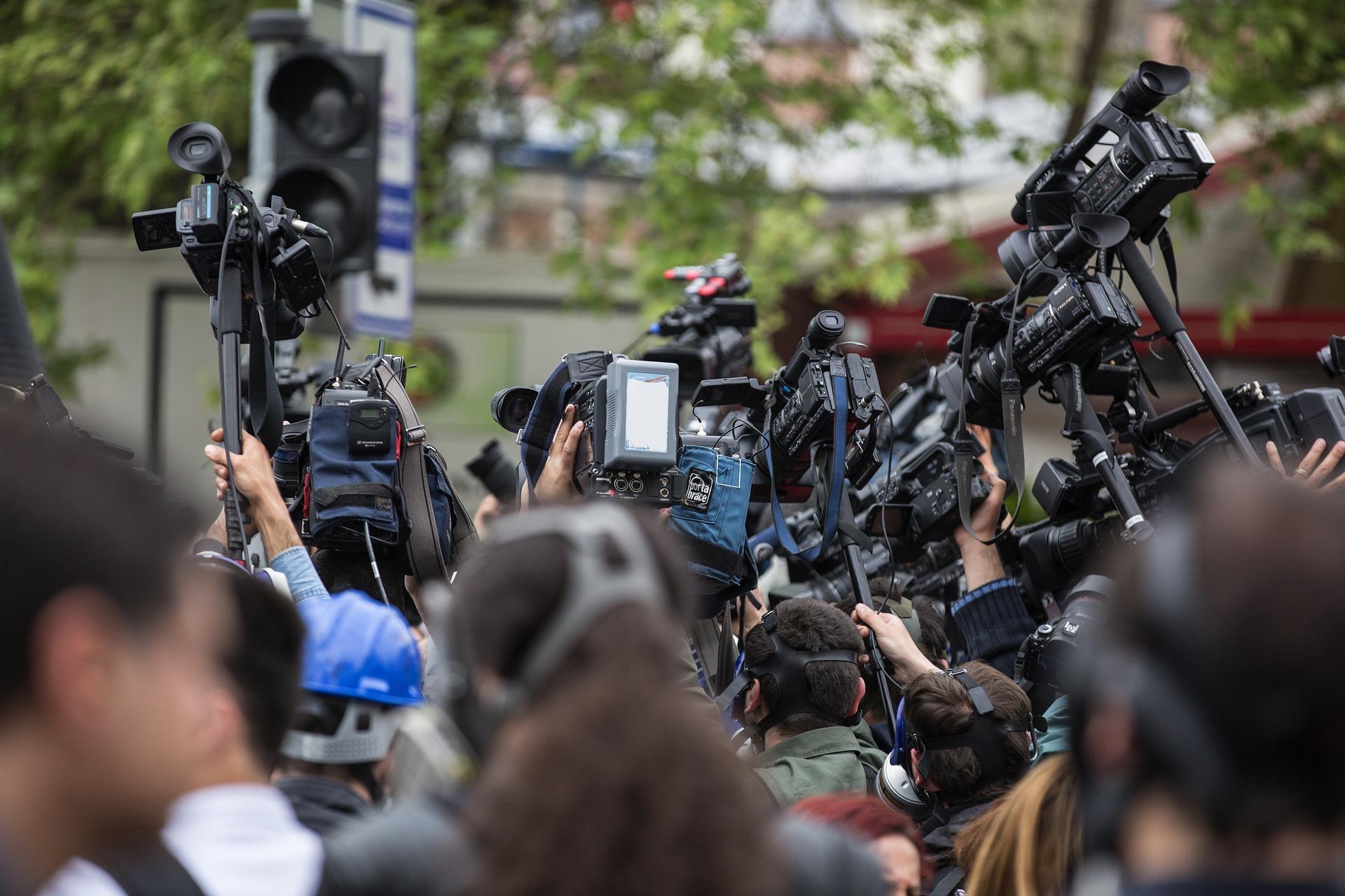 Les journalistes sont-ils voués à être remplacés par des robots ? - VICE