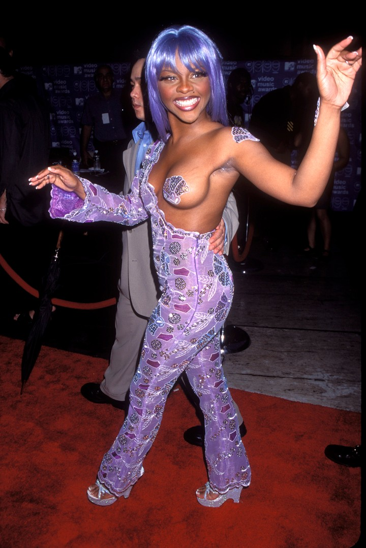7 of lil' kim's most iconic outfits