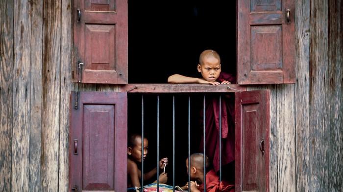 Au Myanmar, les parents organisent de fausses funérailles pour protéger leurs enfants