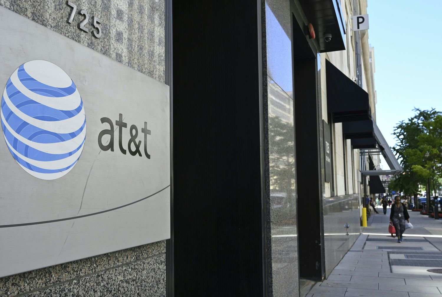 Data Broker LocationSmart Will Fight Class Action Lawsuit Over Selling AT&T Data - VICE
