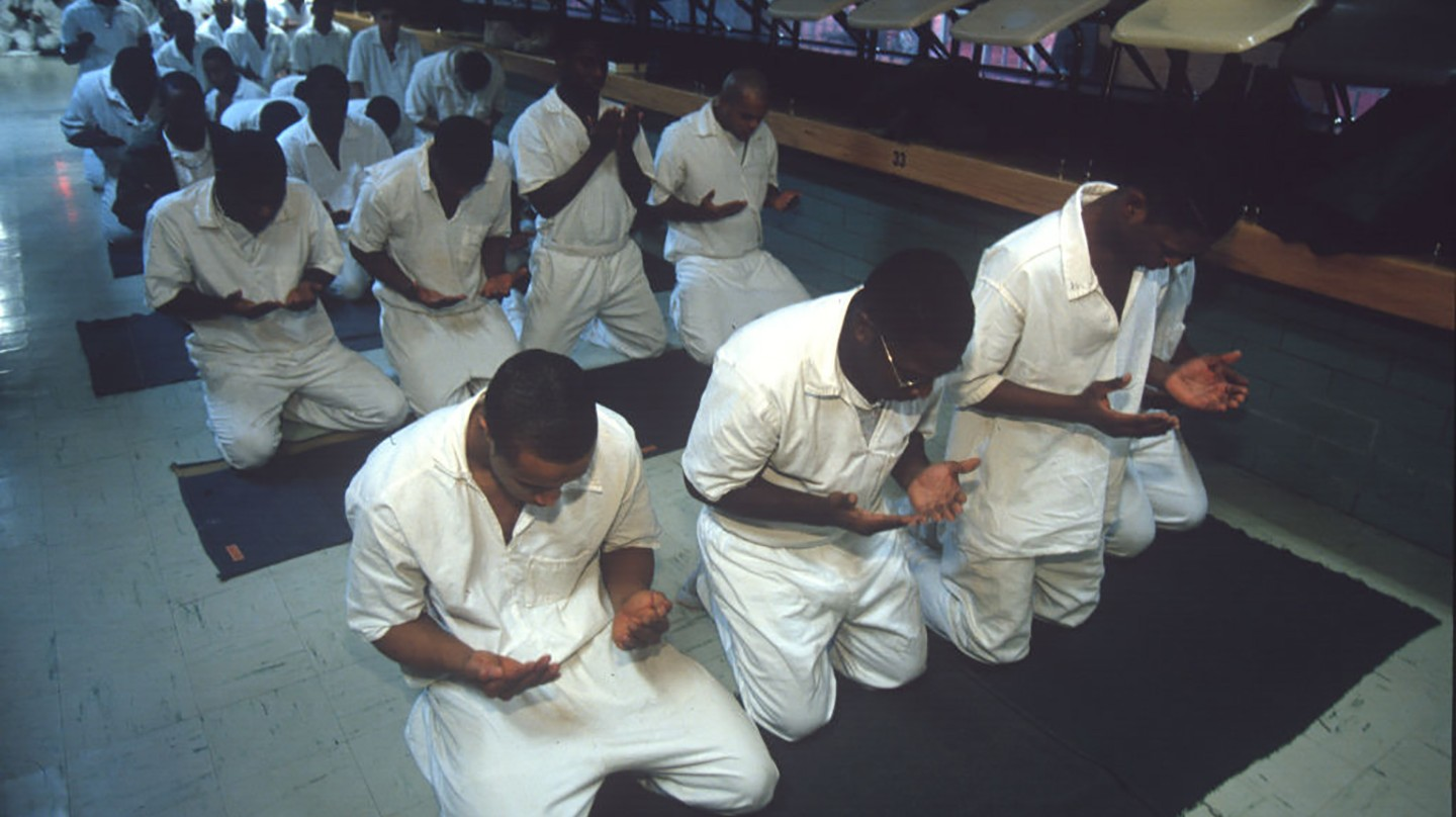 Many U.S. Prisons Deny Muslim Inmates Halal Food and Proper Prayer ...