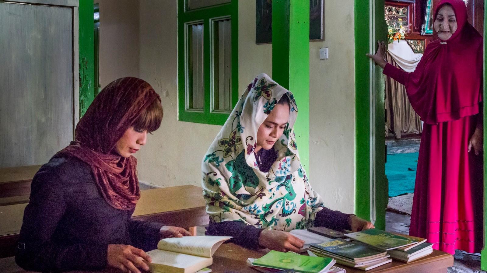 Dans la seule école musulmane pour femmes transgenres au monde