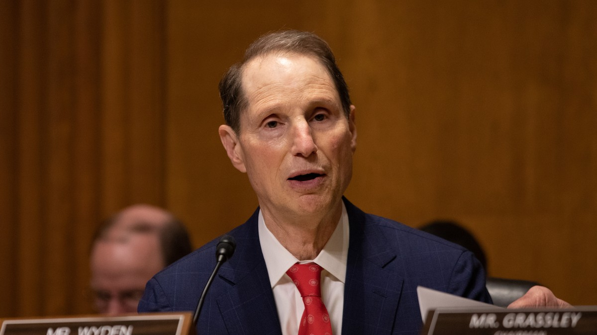 Senator Wyden to AT&T and T-Mobile: You Don't Need to Store So Much Customer Data
