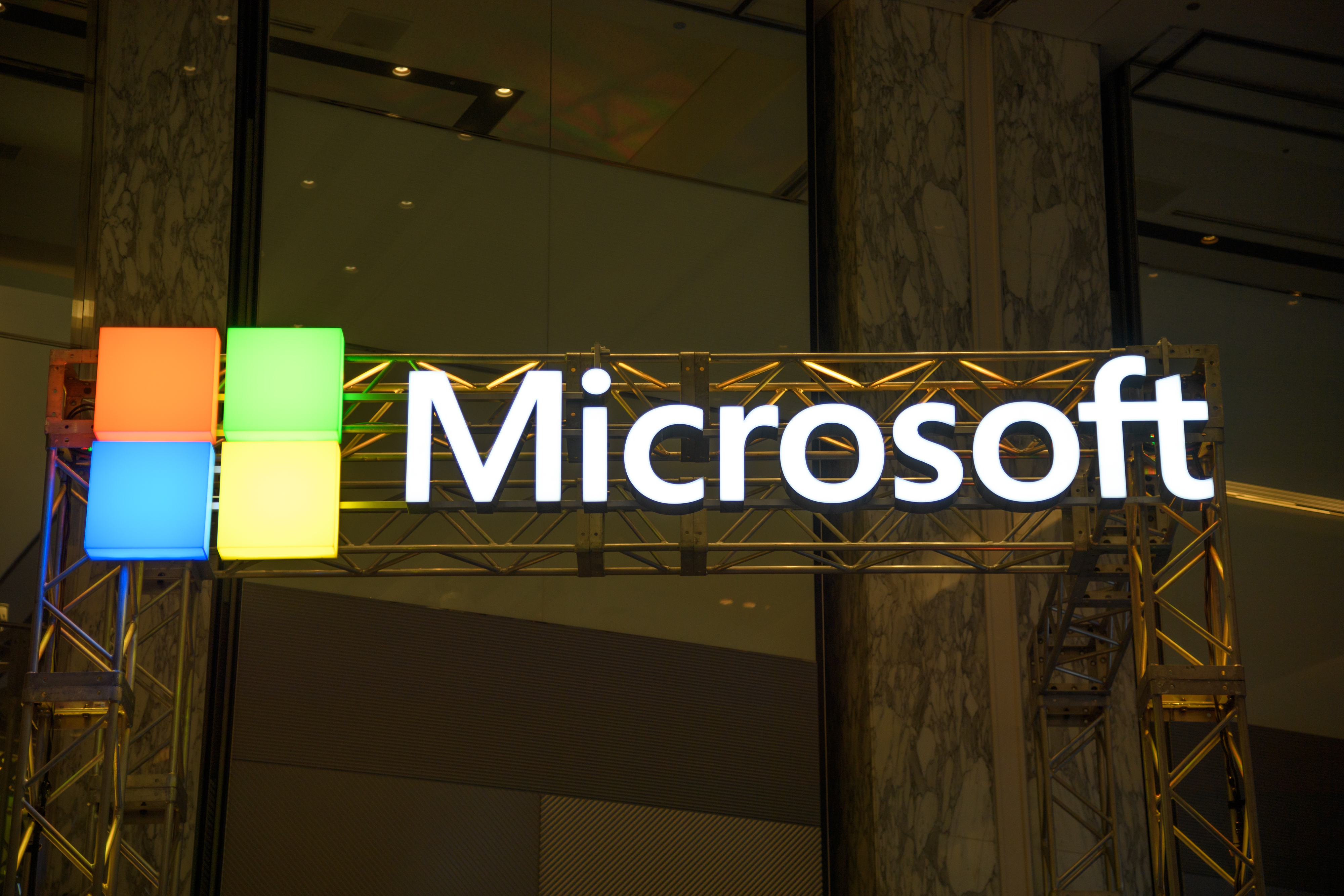 Microsoft Admits Humans Listen to Skype and Cortana in Privacy Policy Update - VICE