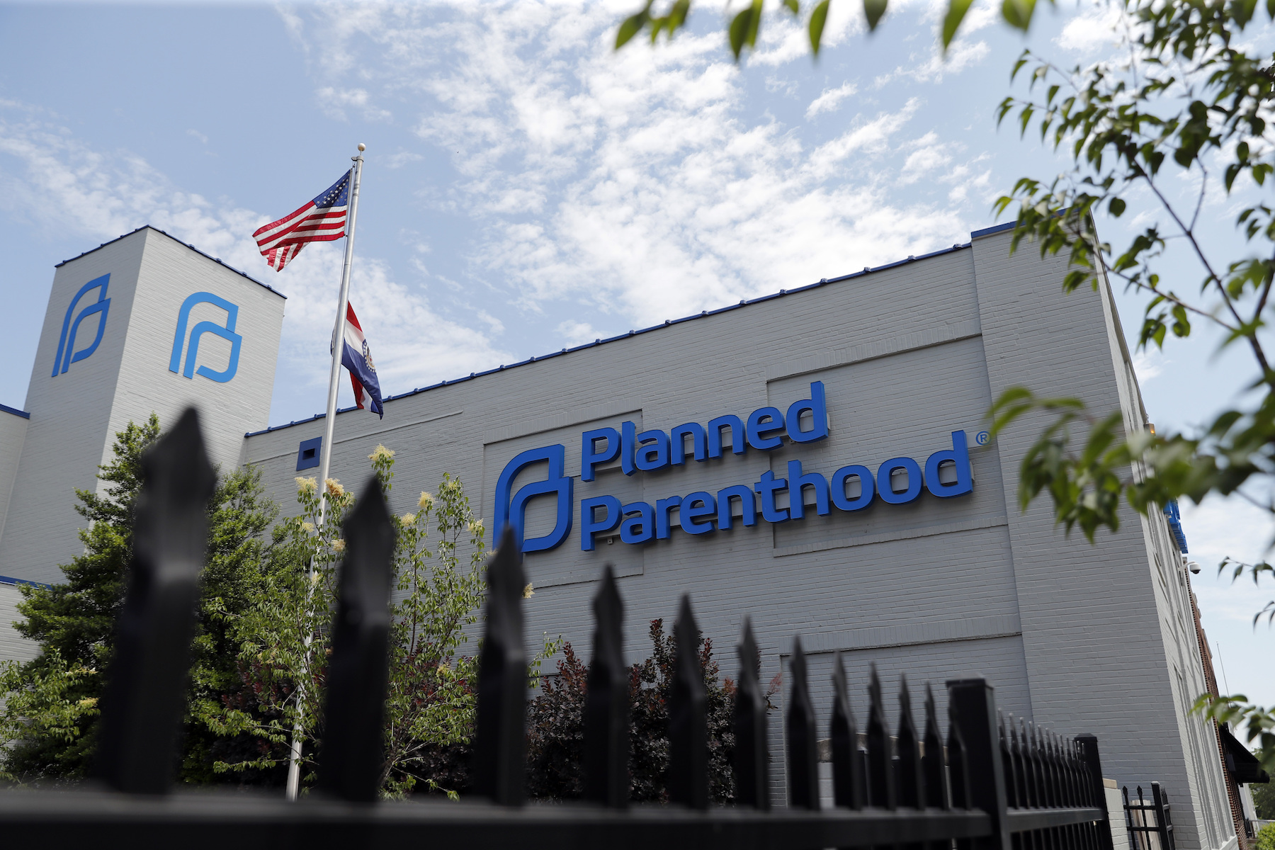Planned Parenthood May Lose Tens of Millions in Funding on Monday Thanks to Trump - VICE
