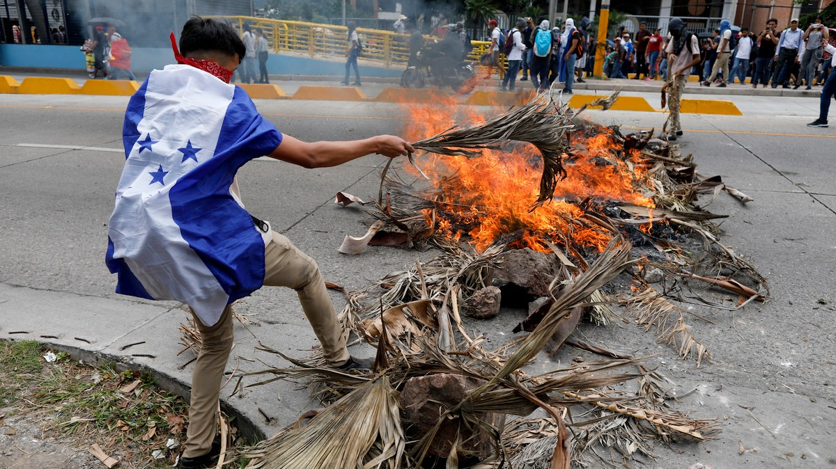 The Reason Hondurans Are Very Pissed Off Right Now — and Taking to the Streets