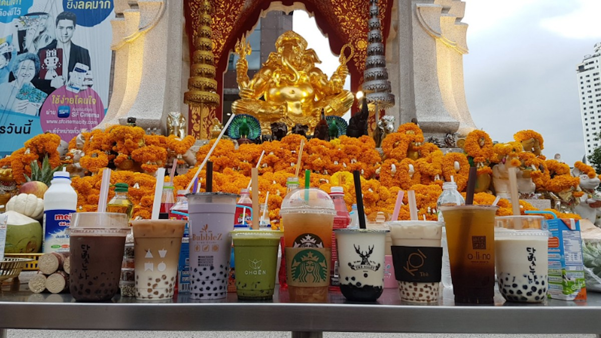 People Are Now Giving Bubble Tea as a Holy Offering in Thai Buddhist Temples