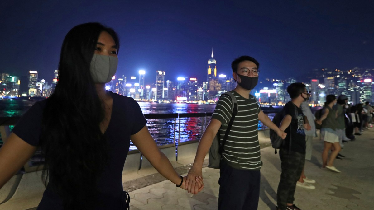 Hong Kong Protesters Are Forming a 20-Mile Human Chain