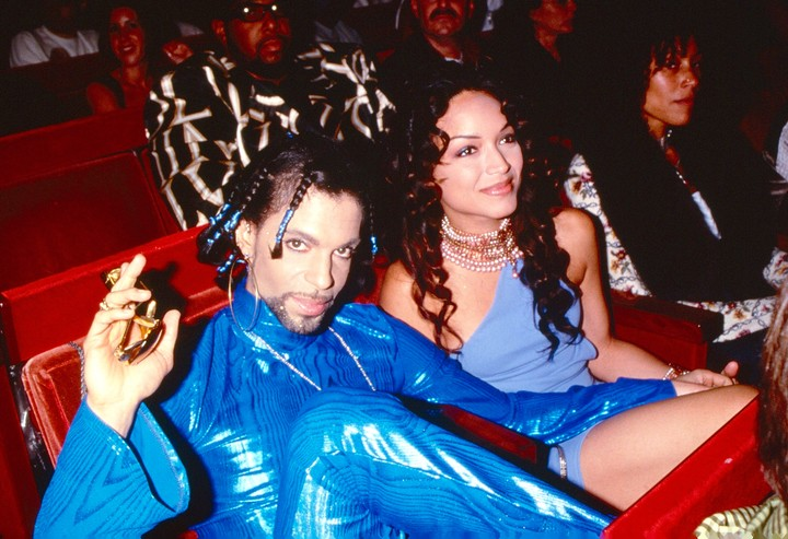 9 iconic outfits from the vmas