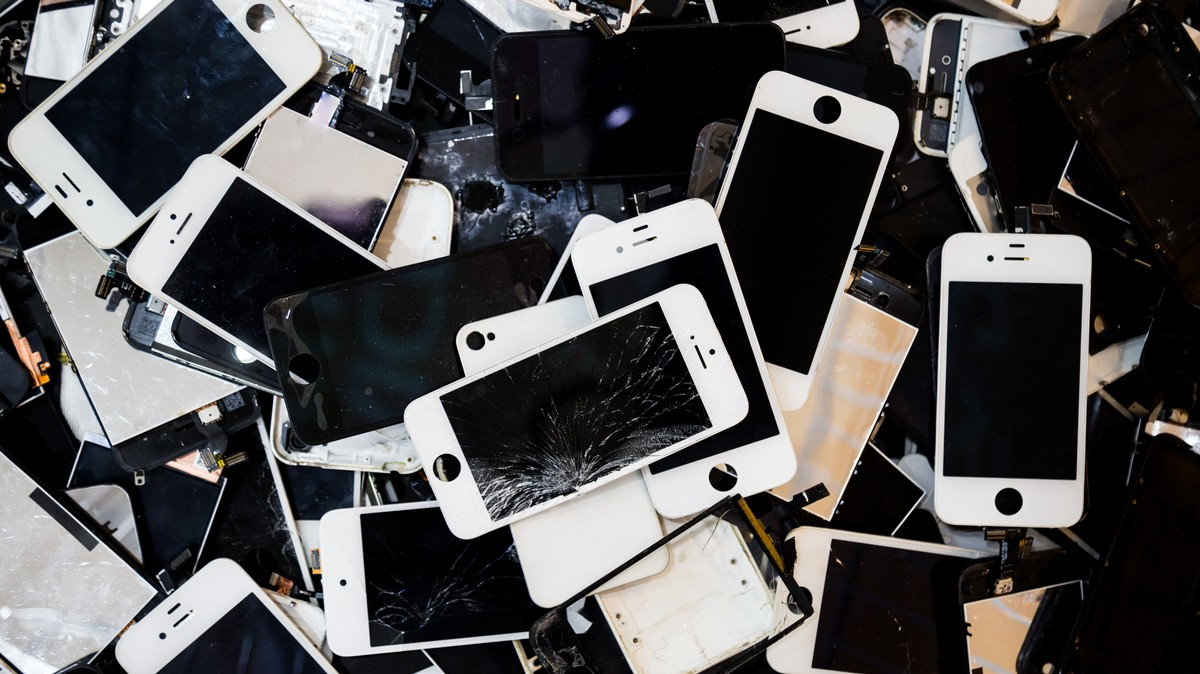 Apple Will Finally Sell iPhone Parts to Repair Shops But Not to You