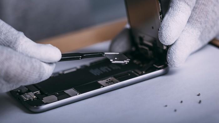 Congress Is Investigating Apple's Repair Monopoly