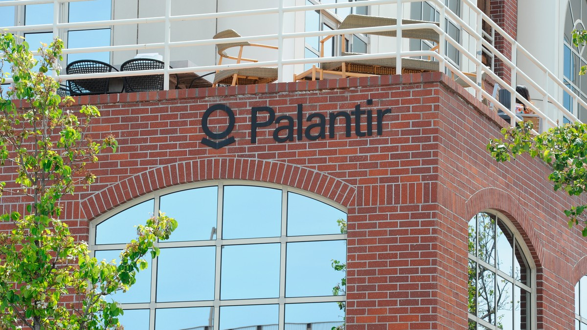 College Kids Are Vowing Not to Work for Palantir Because of Its ICE Contracts