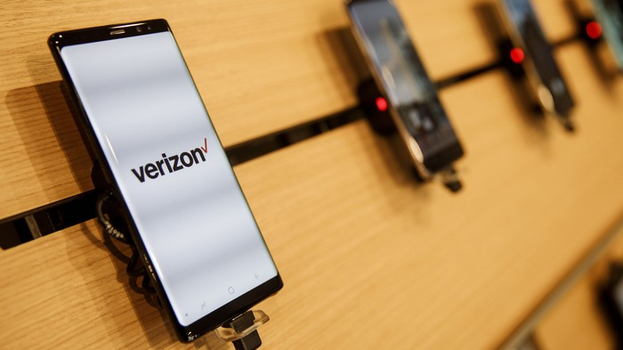 Verizon Makes SIM Swapping Hard. Why Doesn't AT&T, Sprint, and T-Mobile?