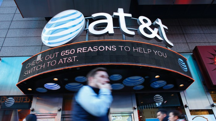 AT&T Says Customers Can't Sue the Company for Selling Location Data to Bounty Hunters