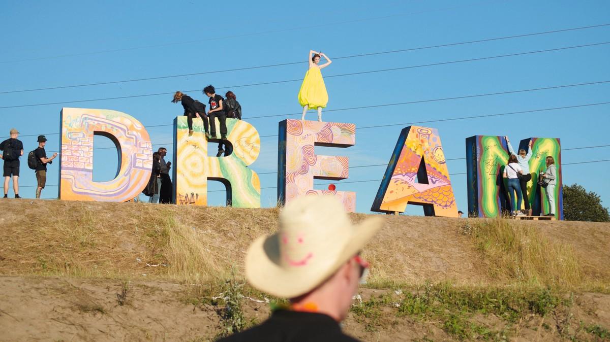 La nostra nostalgia per i festival è tutta racchiusa in queste foto