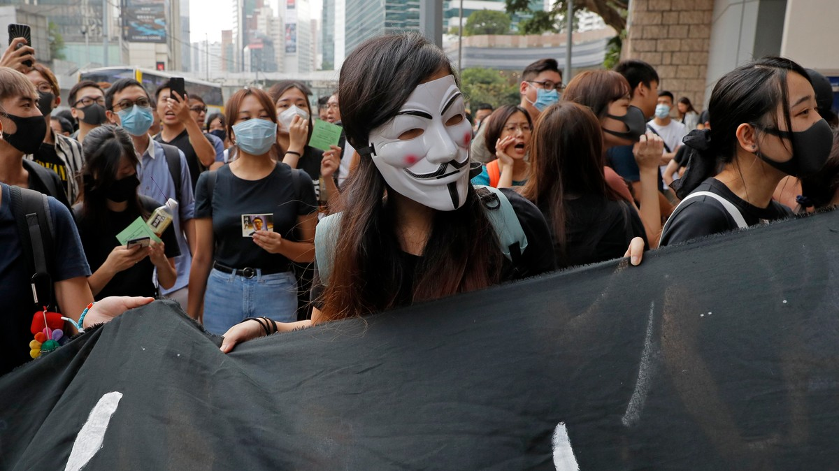 China Called the App Hong Kongers Use to Avoid Tear Gas 'Poisonous.' So Apple Removed It.