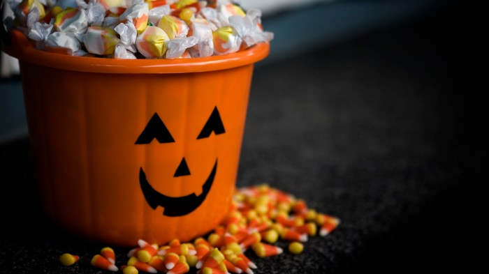 Rich People Should Be Putting Out Better Halloween Candy, Woman Argues