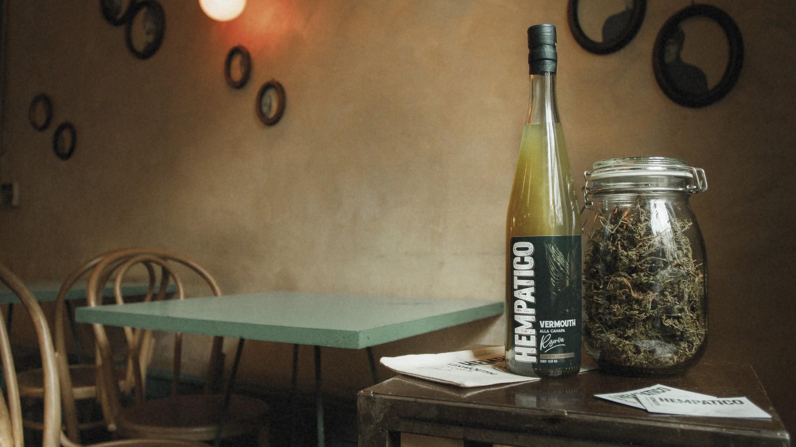 Ho provato il Vermouth alla Cannabis Light e ho scoperto che non è solo marketing