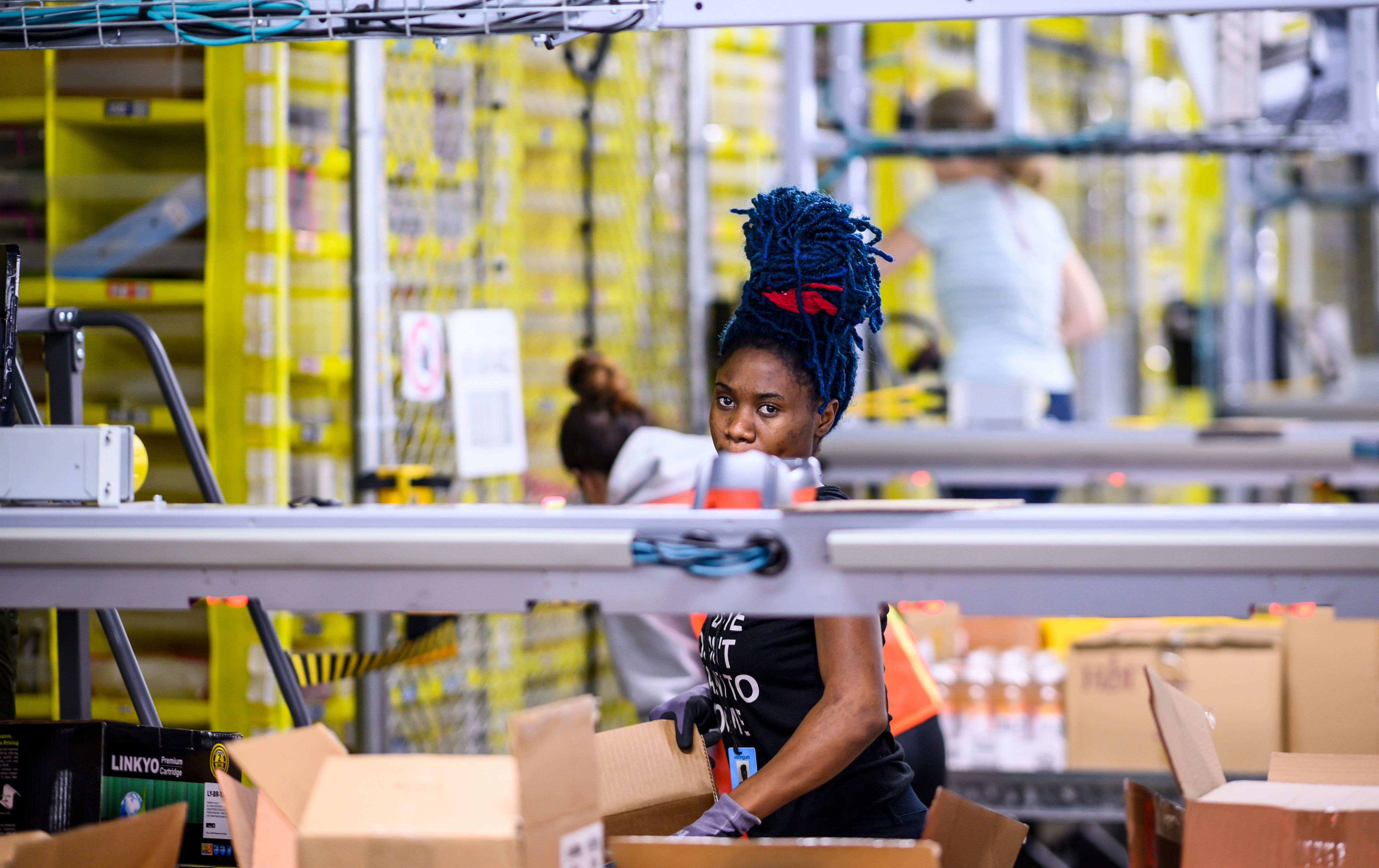vice.com - Lauren Kaori Gurley - Safety Experts Say Amazon Workers Need a Union