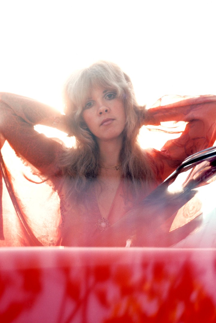 7 of stevie nicks' most iconic outfits