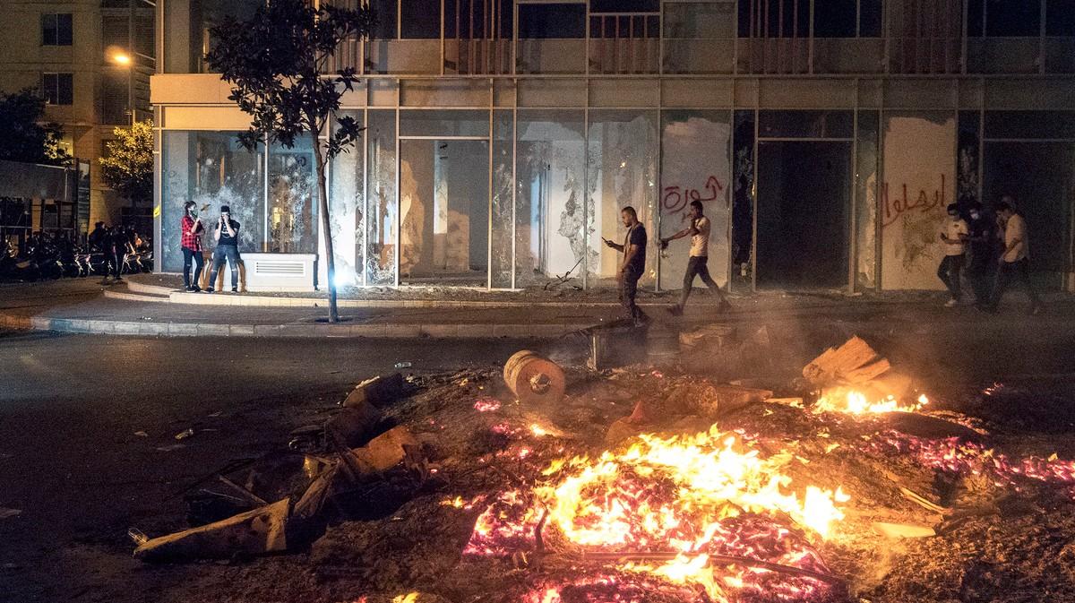 Feuer, Wut und 'Joker': Die Proteste im Libanon in Bildern