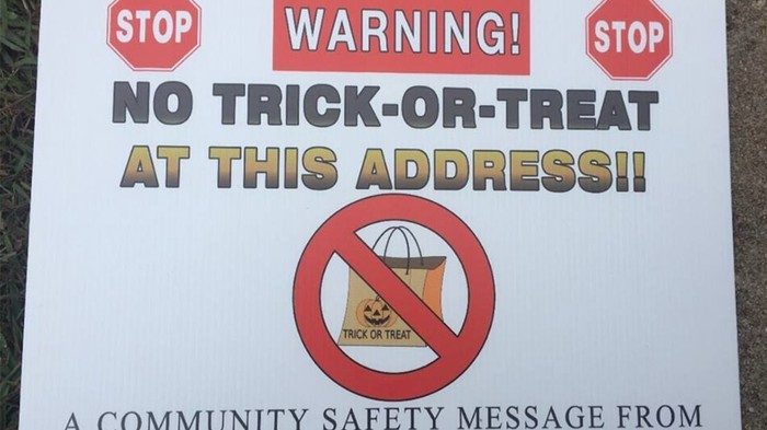 Sex Offenders Sue Over 'No Trick-Or-Treat' Signs Sheriff Put in Their Yards