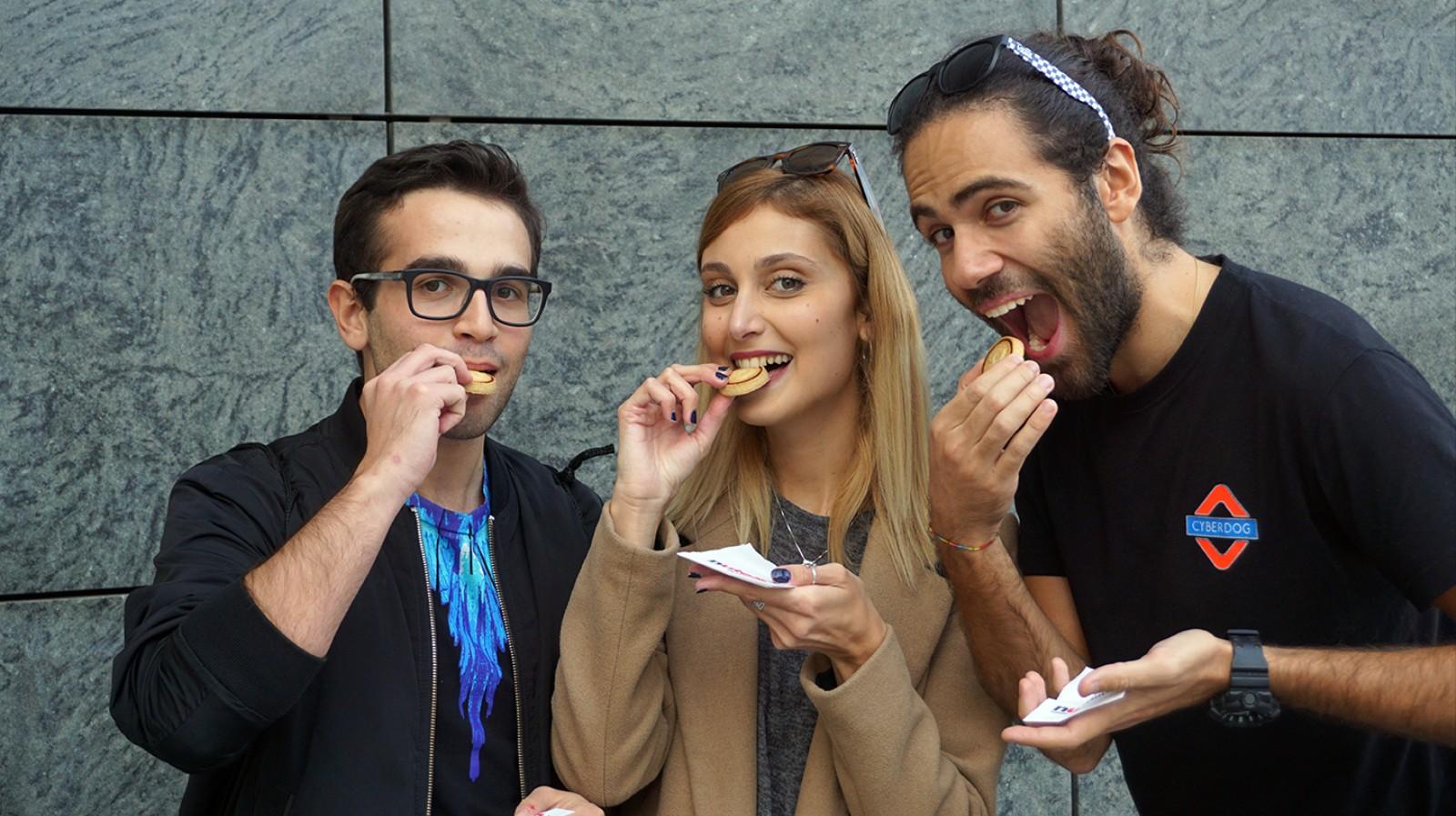 Quanto cibo puoi scroccare a Milano secondo dei professionisti dello scrocco