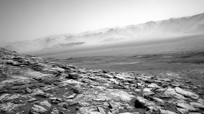 NASA's Lonely Rover Took a Beautifully Desolate Shot of Mars