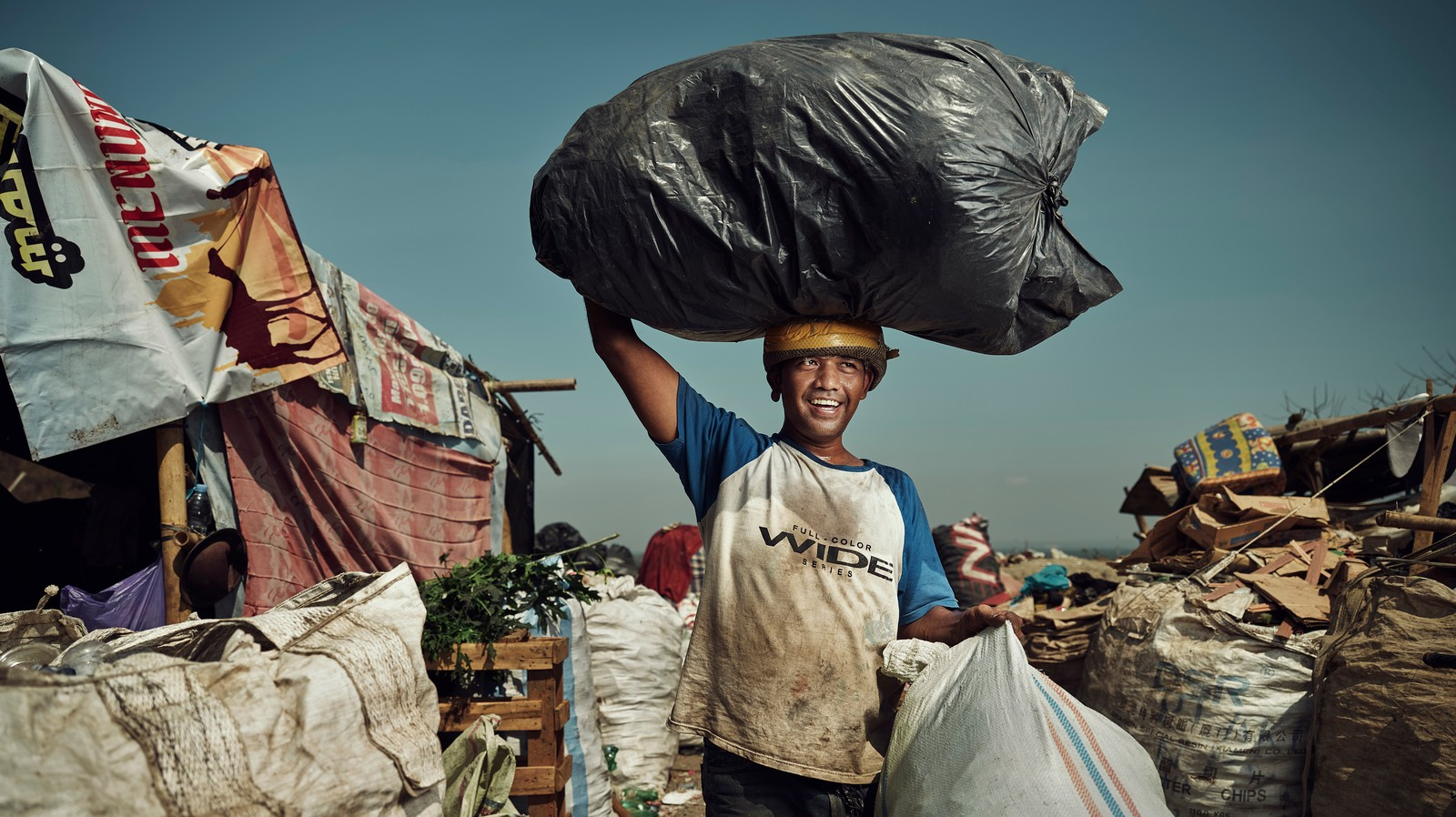 Photos of the People Who Live and Work at Some of Indonesia's Biggest Landfills