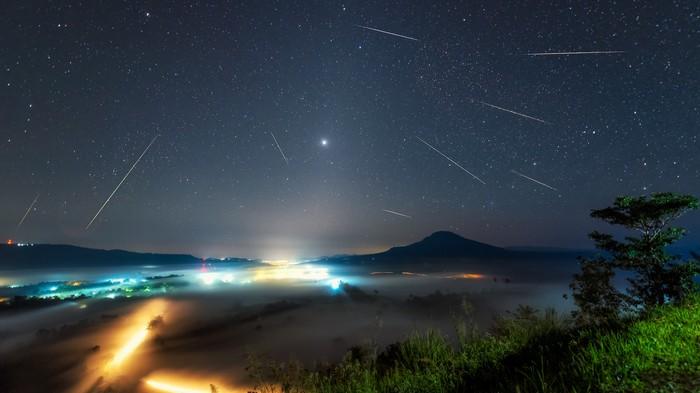 A Comet We've Never Seen Has Been Lighting Up the Sky for 100 Years