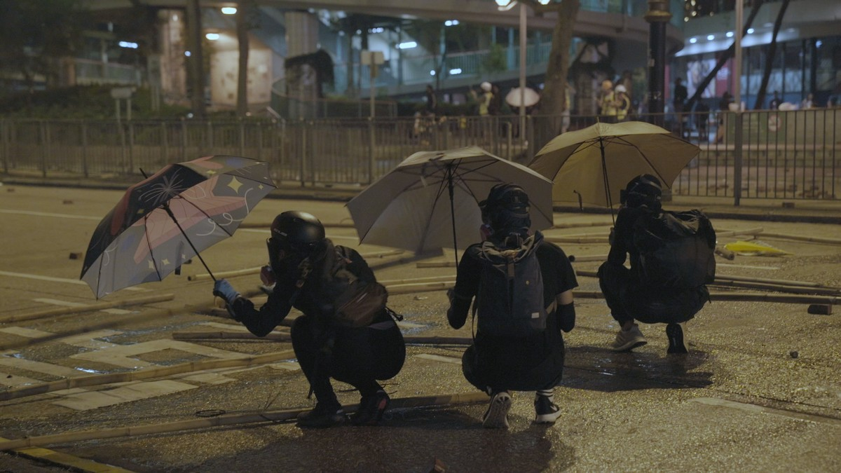 , Hong Kong Protesters Are Split: Vote in Elections or Keep Waging War Against Police, Saubio Making Wealth
