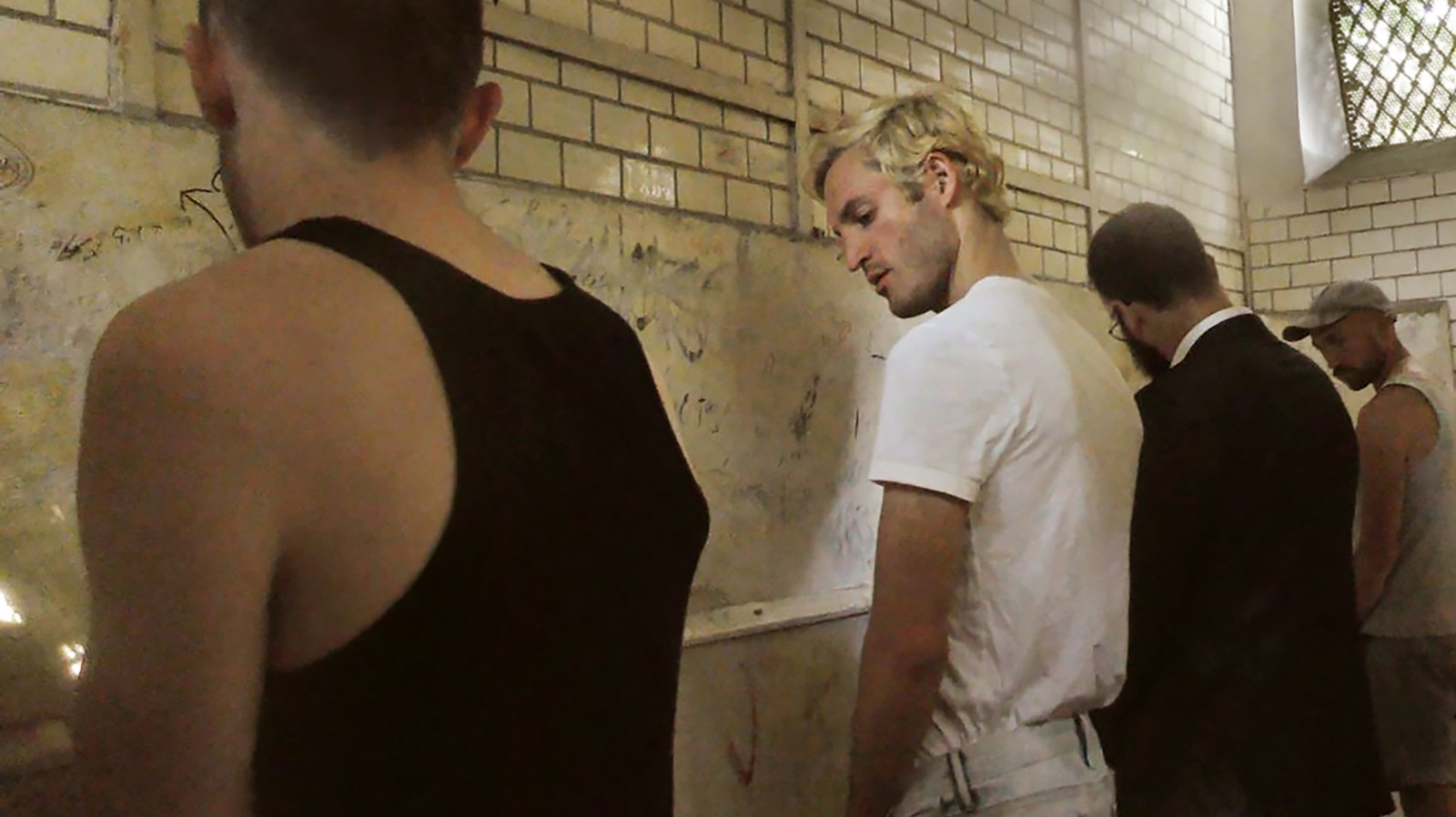 Le doux parfum des pissotières, lieux de rencontres homos oubliés