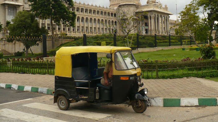 Bengaluru Cops Pretend to Be Passengers to Catch Rickshaw Drivers Refusing Rides