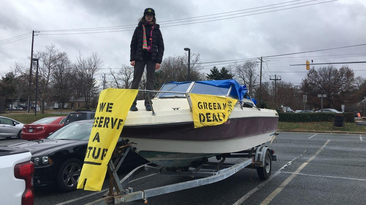 This 17-Year-Old Slept in a Boat for a Week to Protest Climate Change