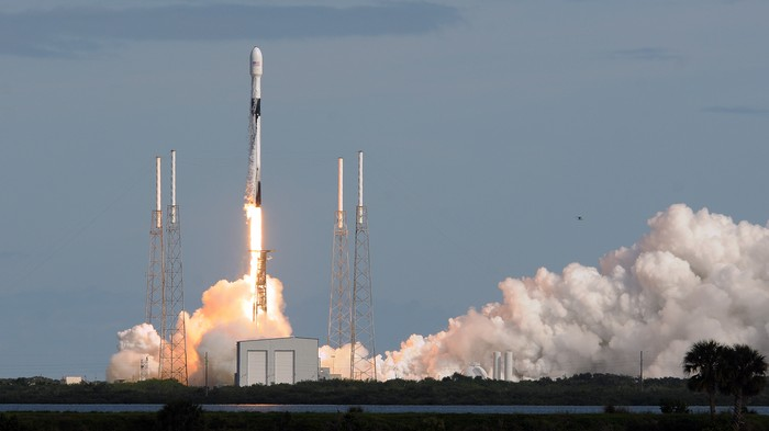 SpaceX Is Lobbying Against Amazon's Internet-Beaming Satellites