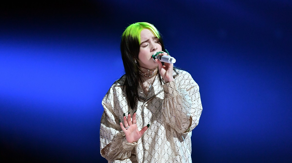 Billie Eilish Stuns Grammys With Moody 'When The Party's Over' Rendition