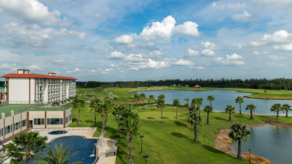 Thailand Offers 'Golf Quarantine' to Lure Back Luxury Tourists
