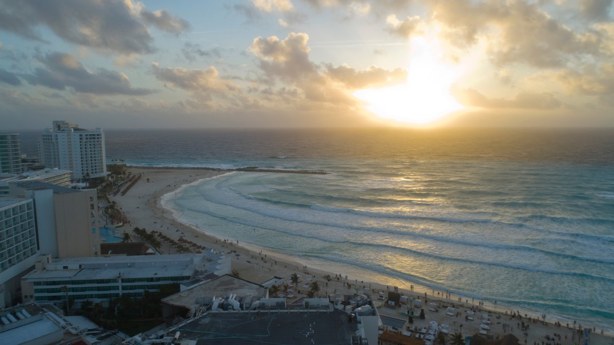 Narco Hitmen on Jet Skis Sprayed a Cancun Beach With Bullets, Killing Two People