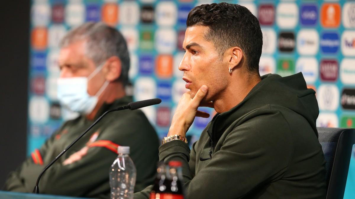 Maaf Bung, Cristiano Ronaldo Bukan Penyebab Saham Coca Cola Jatuh