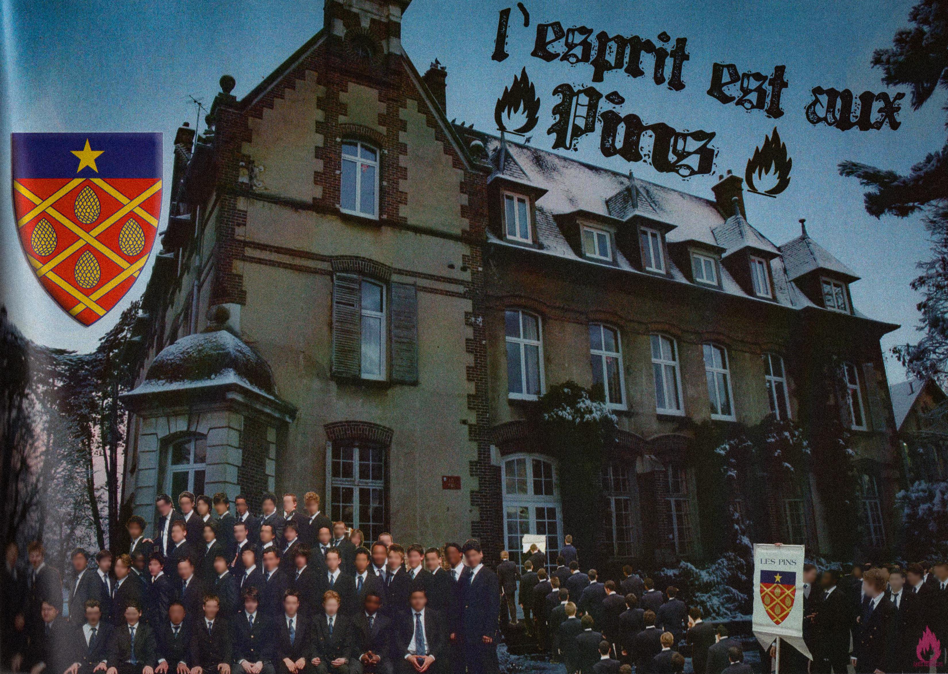Foto bersama siswa sekolah École des Roches dengan spanduk bergambar lambang asrama Les Pins.