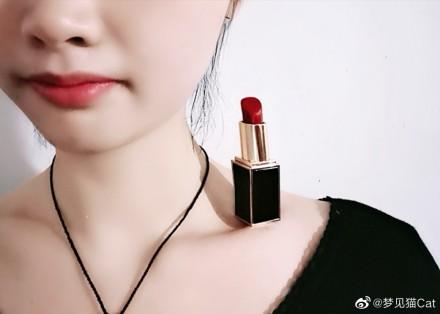 China lipstick on collarbone challenge