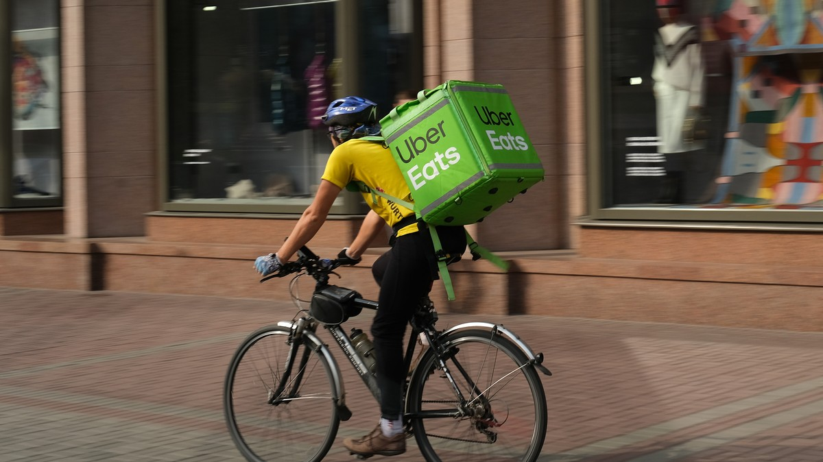 California Introduces Law to Stop Delivery Apps Screwing Over Restaurants