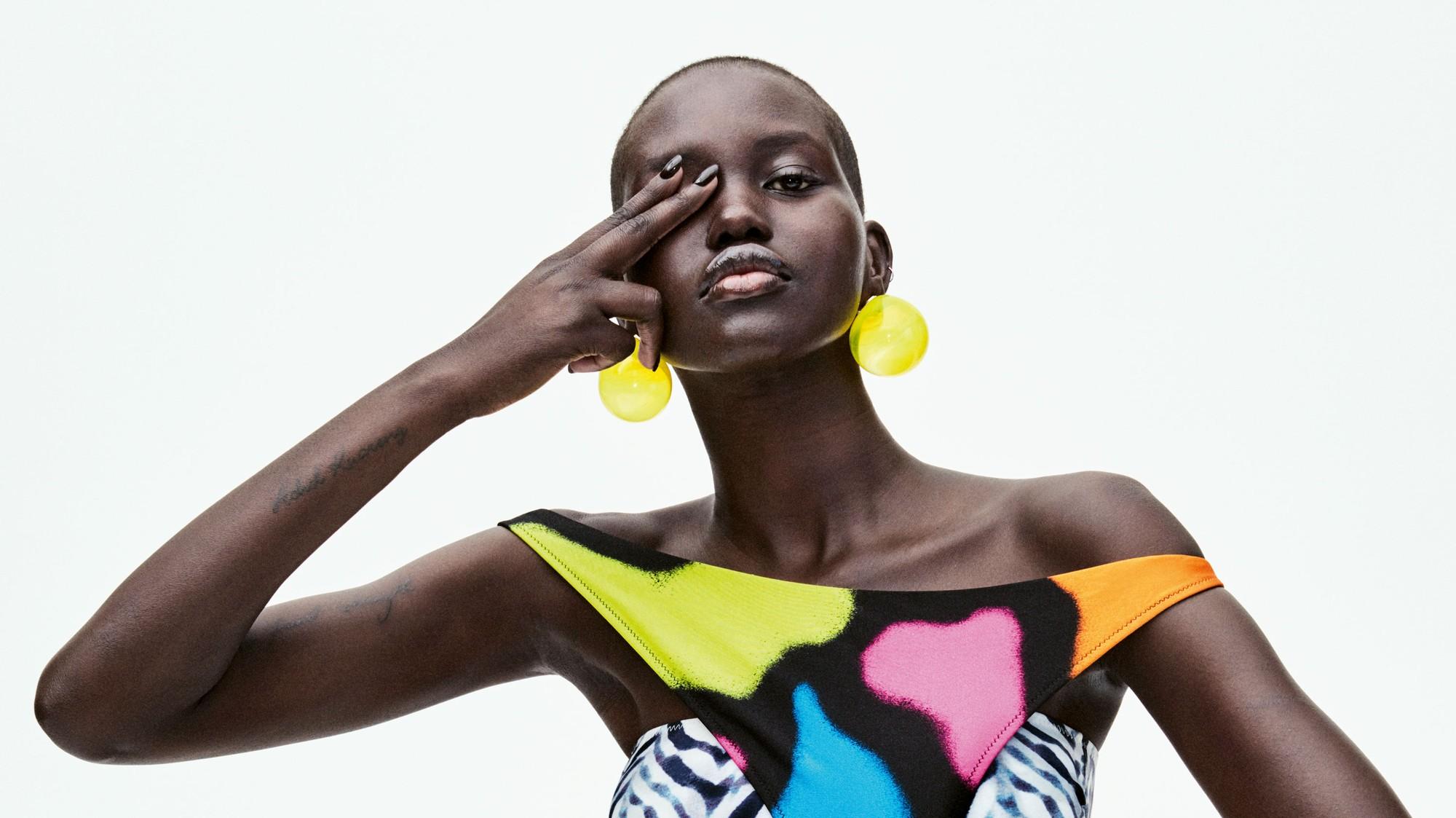 Adut Akech es entrevistada por su madre de la moda, Naomi Campbell - i-D