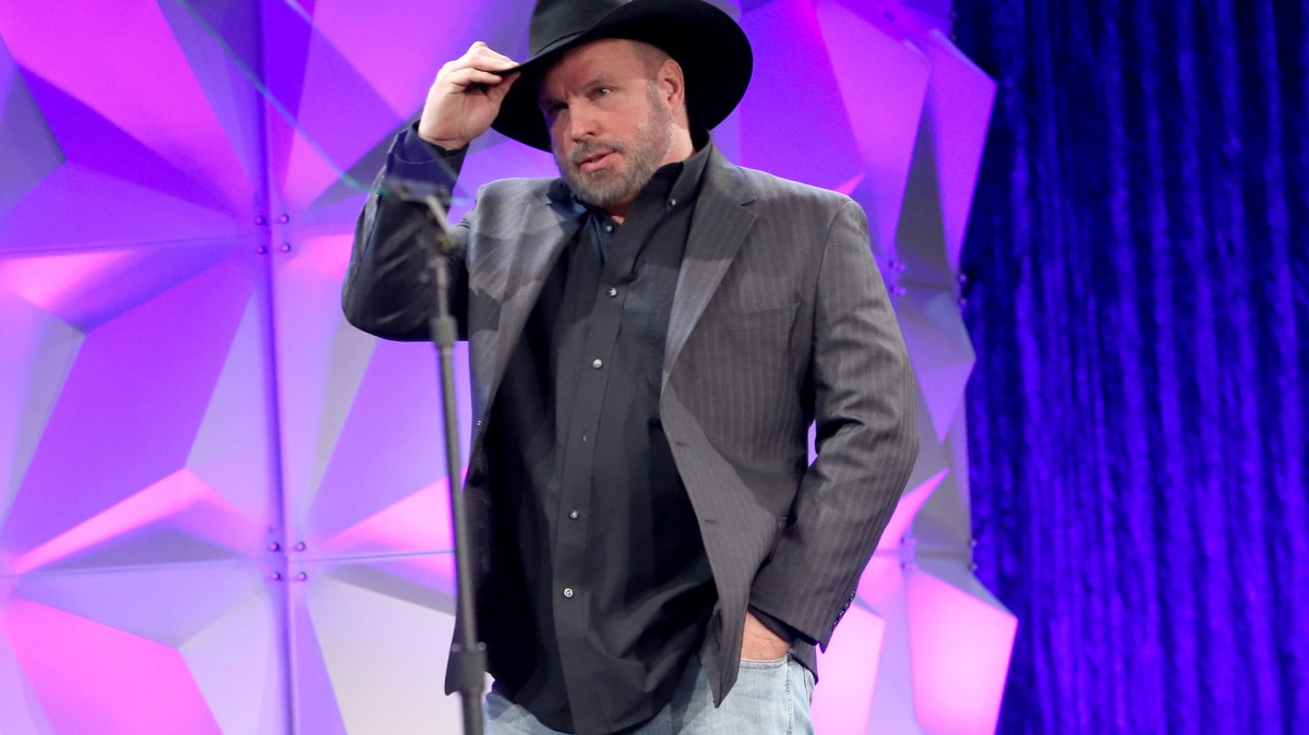 Garth Brooks Fans Freaked Out When They Thought He Endorsed Bernie Sanders