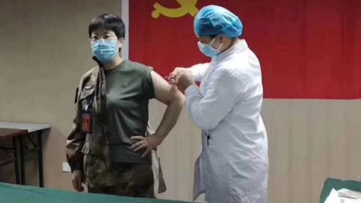 A Chinese Doctor Injected Herself With an Untested Coronavirus Vaccine
