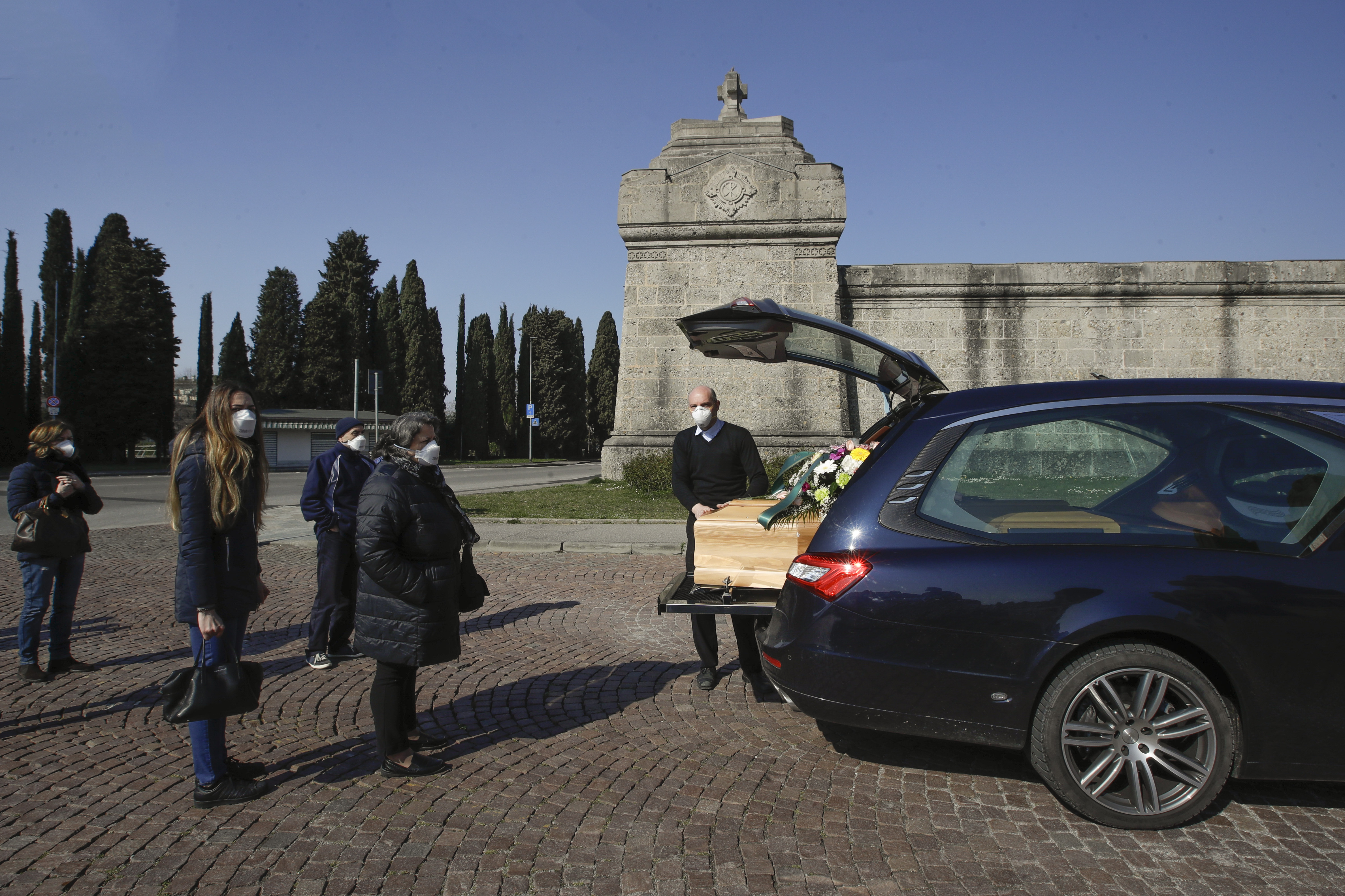 , Italy's Coronavirus Death Toll Is So High That One City's Crematorium Can't Keep Up, Saubio Making Wealth
